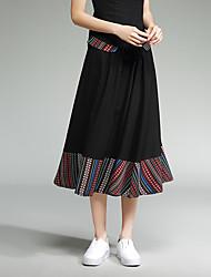 neue Frauen&# 39; s nationale Wind Spleißen auf einem großen Baumwollröcke setzen