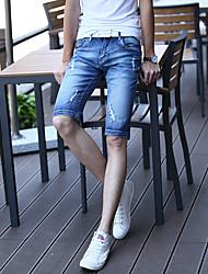 2016 printemps et été les hommes&# 39; cinquième Culottes pantalons en denim vague coréenne de short de marée de trous de cow-boy