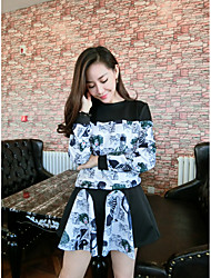 Sign totem printing stitching T-shirt + high waist skirt flounced playful preppy suits