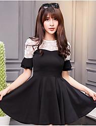 Знак весны и летом новый темперамент тонкое платье сшивание трехмерных цветок моды прозрачный рог рукав линии юбки