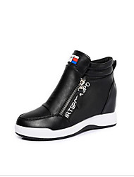 Femme Chaussures à Talons Confort Printemps Polyuréthane Décontracté Blanc Noir Écran couleur Plat