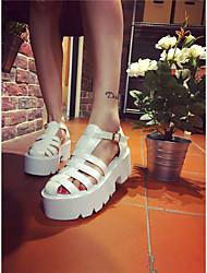 Sandalias de las sandalias de las mujeres