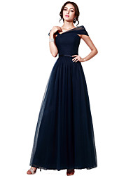 Une ligne de robe de soirée formelle en tulle avec plis de châssis / ruban