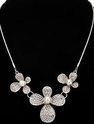 Femme Pendentif de collier Colliers chaînes Strass Forme de Fleur Imitation de perle Strass AlliageOriginal Pendant Stras Perle Amitié