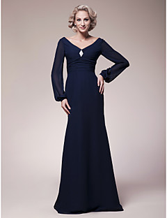Sheath / Column Plus Size / Petite Mother of the Bride Dress Floor-length Long Sleeve Chiffon with Draping / Crystal Brooch / Ruching