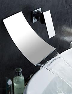 Nástěnná montáž Single Handle dva otvory in Pochromovaný Koupelna Umyvadlová baterie