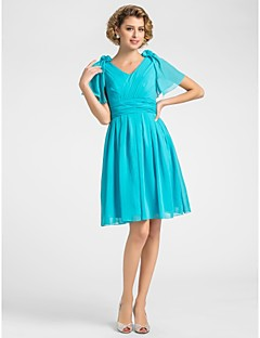 A-line Plus Size / Petite Mother of the Bride Dress Knee-length Short Sleeve Chiffon with Draping / Flower(s) / Criss Cross