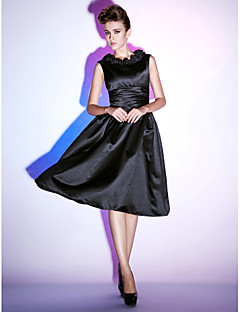 Cocktail Party / Holiday Dress - Little Black Dress Plus Size / Petite A-line / Princess Scoop Knee-length Satin with Ruffles / Ruching