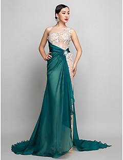 밀리터리 볼/저녁 정장파티 드레스 - 샴페인 A라인 스위프/브러쉬 트레인 원 숄더 쉬폰 플러스 사이즈