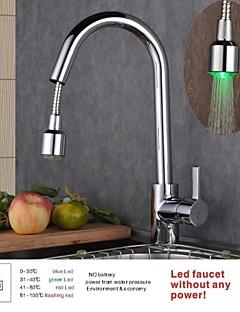 Moderni Ulosvedettävä / pull-down Pöytäasennus LED with  Keraaminen venttiili Yksi kahva yksi reikä for  Kromi , Kitchen Faucet