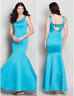 Short/Mini Lace Bridesmaid Dress - Black Sheath/Column Bateau