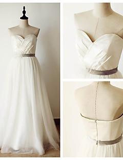 A-라인 웨딩 드레스 바닥 길이 스윗하트 새틴 / 튤 와 크리스-크로스 / 허리끈 / 리본