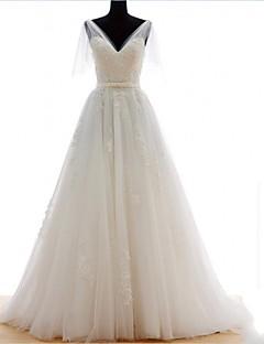 שמלת כלה -לבן (צבע וסגנון עלולים להיות שונים בין צגים) גזרת A שובל נגרר/ מברשת-צווארון וי-טול
