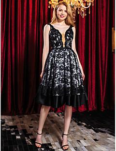 TS couture® 칵테일 파티는 아플리케 / 구슬 / 레이스와 라인 스트랩 무릎 길이 레이스 드레스
