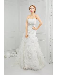 Trumpet / Mermaid Wedding Dress Court Train Sweetheart Organza with Beading