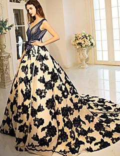 포멀 이브닝 드레스 볼 드레스 V-넥 코트 트레인 레이스 / 튤 / 스트래치 새틴 와 비즈 / 리본 / 플라워 / 레이스