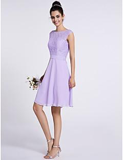 LAN TING BRIDE באורך  הברך מחשוף עמוק שמלה לשושבינה - קצר ללא שרוולים שיפון תחרה
