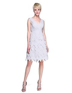 2017 Lanting Bride® Knee-length Chiffon Beautiful Back Bridesmaid Dress - Sheath / Column V-neck with Side Draping Criss Cross