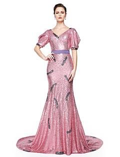 TS Couture® Formell kväll Klänning - Glitter och glans Kändis Stil Trumpet / sjöjungfru V-hals Golvlång Paljetter medBälte / band