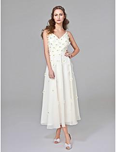 2017 Lanting Bride® A-line Wedding Dress - Chic & Modern Open Back Tea-length V-neck Chiffon with Beading / Flower