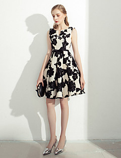 Cocktail Party Dress A-line Notched Knee-length Lace with Embroidery Sash / Ribbon