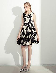 刺繍サッシ/リボンとaラインのノッチの長さのレースのカクテルパーティーウエディングドレス