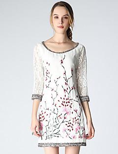 Damen Hülle Kleid-Ausgehen Anspruchsvoll Stickerei Rundhalsausschnitt Übers Knie ¾-Arm Weiß Polyester Frühling Sommer Mittlere Hüfthöhe