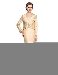 2017 Lanting Bride® Sheath / Column Mother of the Bride Dress - Elegant Floor-length Long Sleeve Taffeta with Flower(s) Pleats