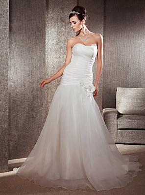 Lanting Bride® Justo & Evasê Pequeno / Tamanhos Grandes Vestido de Noiva - Clássico e atemporal / Elegante e Luxuoso Cauda Capela Coração
