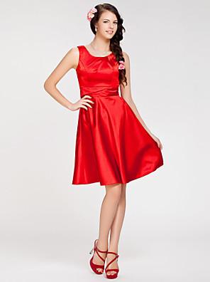 Lanting Bride® באורך  הברך סאטן נמתח שמלה לשושבינה - גזרת A / נסיכה עם תכשיטים פלאס סייז (מידה גדולה) / פטיט עם בד נשפך בצד