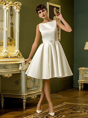 Lanting Bride® גזרת A קטן / מידה גדולה שמלת כלה  שמלות לבנות קטנות / קו תחתון פשוט באורך  הברך סירה סאטן עם סרט