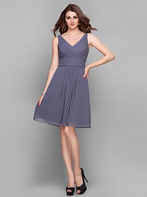 Lanting Bride® באורך  הברך שיפון שמלה לשושבינה - קצר מעטפת \ עמוד צווארון וי פלאס סייז (מידה גדולה) / פטיט עם בד בהצלבה / סלסולים