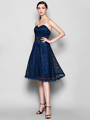 Knee-length Lace Bridesmaid Dress A-line Sweetheart Plus Size / Petite with Lace