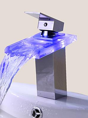 Moderne Centersat LED / Vandfald with  Keramik Ventil Enkelt håndtag Et Hul for  Krom , Håndvasken vandhane