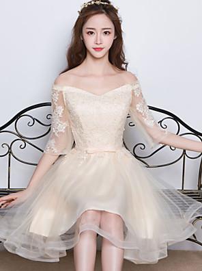 באורך  הברך סאטן / טול שמלה לשושבינה  גזרת A מתחת לכתפיים עם אפליקציות