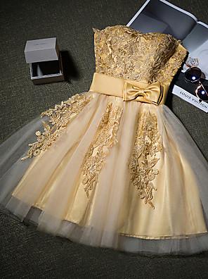 칵테일 파티 드레스 A-라인 끈없는 스타일 숏 / 미니 튤 와 아플리케