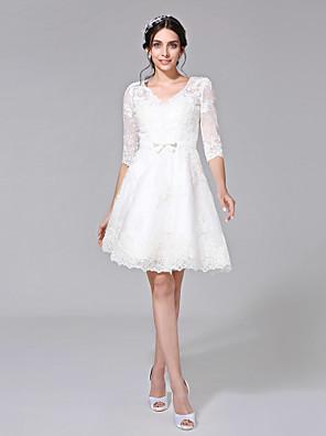 Lanting Bride® Linha A Vestido de Noiva - Chique e Moderno Vestidos Brancos Justos Até os Joelhos Decote V Renda comCom Apliques / Laço /
