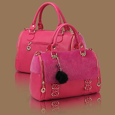 В папку сравнения.  Оригинальная женская сумка с замочками по бокам.  Длина: 36см Высота: 24см.  792руб.