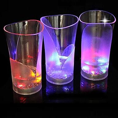 Vase med lys lysende på nett i nettbutikk