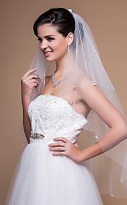 Elegant 2 lagen vingertop bruiloft sluier met kraalrand