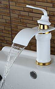 gepersonaliseerde badkamer wastafel kraan wit schilderij afwerking enkele handgreep