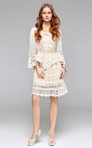 Gaine / colonne v-cou longueur de genou robe de mariée en dentelle drapée en dentelle