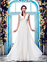 Lanting Bride® Sheath / Column Petite / Plus Sizes Wedding Dress - Classic & Timeless / Glamorous & Dramatic Floor-length V-neck Chiffon