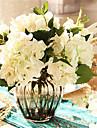 fem vita hygrangeas artificiella blommor med grå vas