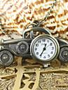 modello di auto d\epoca di tasca del quarzo analogico e la collana della vigilanza degli uomini