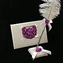 薄紫色のバラの心を持った結婚式のゲストブックと羽ペンセット