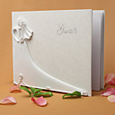 Nevěsta a ženich de znamení svatební kniha hostů v bílém pryskyřice znamení v knize